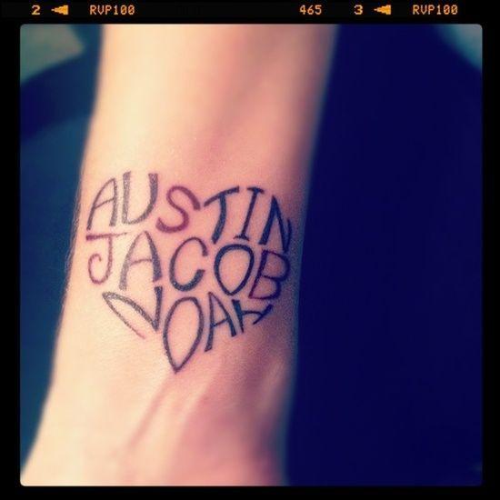 Tatuajes de nombres con forma de corazón